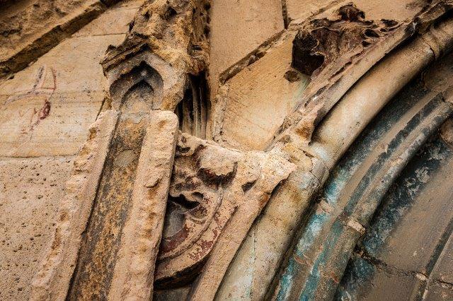 A képen épület, fa, régi látható  Automatikusan generált leírás
